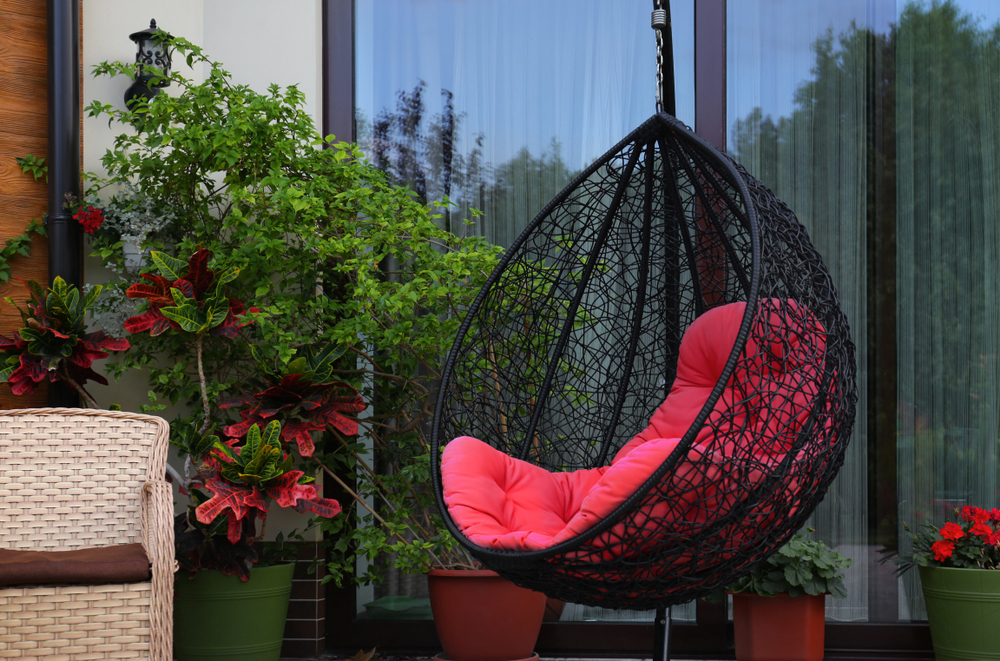 Modern hanging garden chair - Rushfields